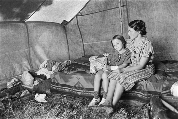 1939-Oklahoma-Muskogee-County-migrants-alongside-Arkansas-River.jpg