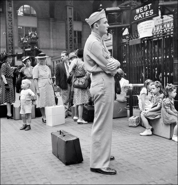 1942-new-york-pennsylvania-station-7.jpg
