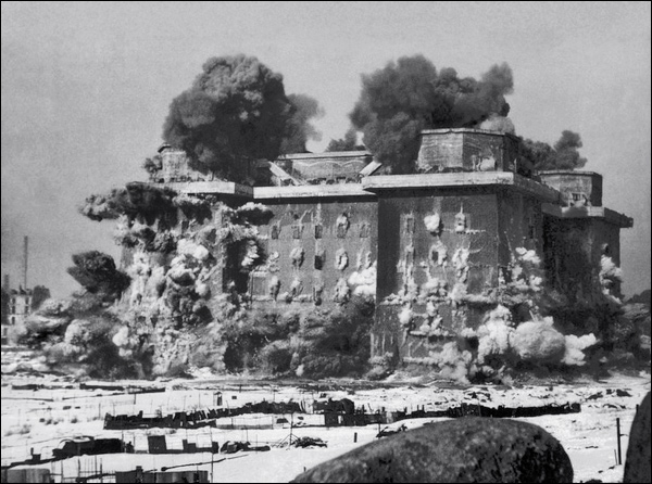 1948-berlin-flak-tower-destroy.jpg
